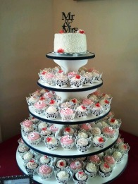 Small cutting cake for the Bride and Groom and cupcakes for the guests