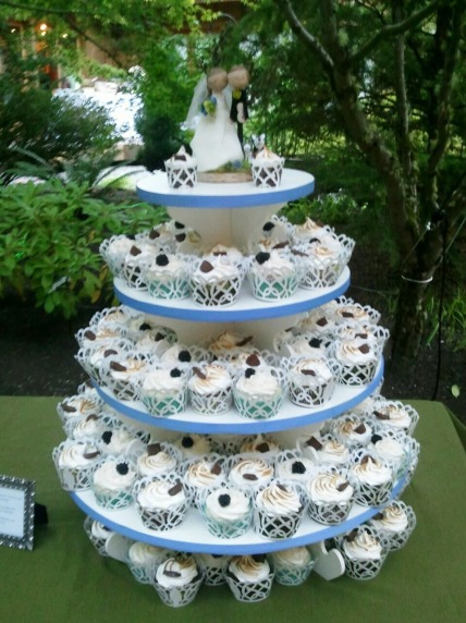 Cupcakes with a traditional cake topper and two mini cupcakes for the Bride and Groom